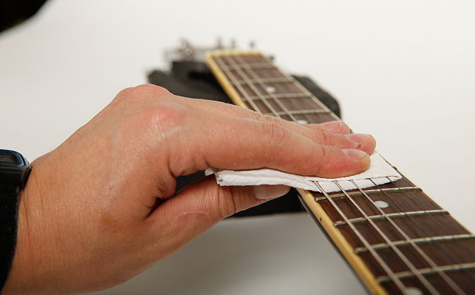 guitar fretboard wipe down