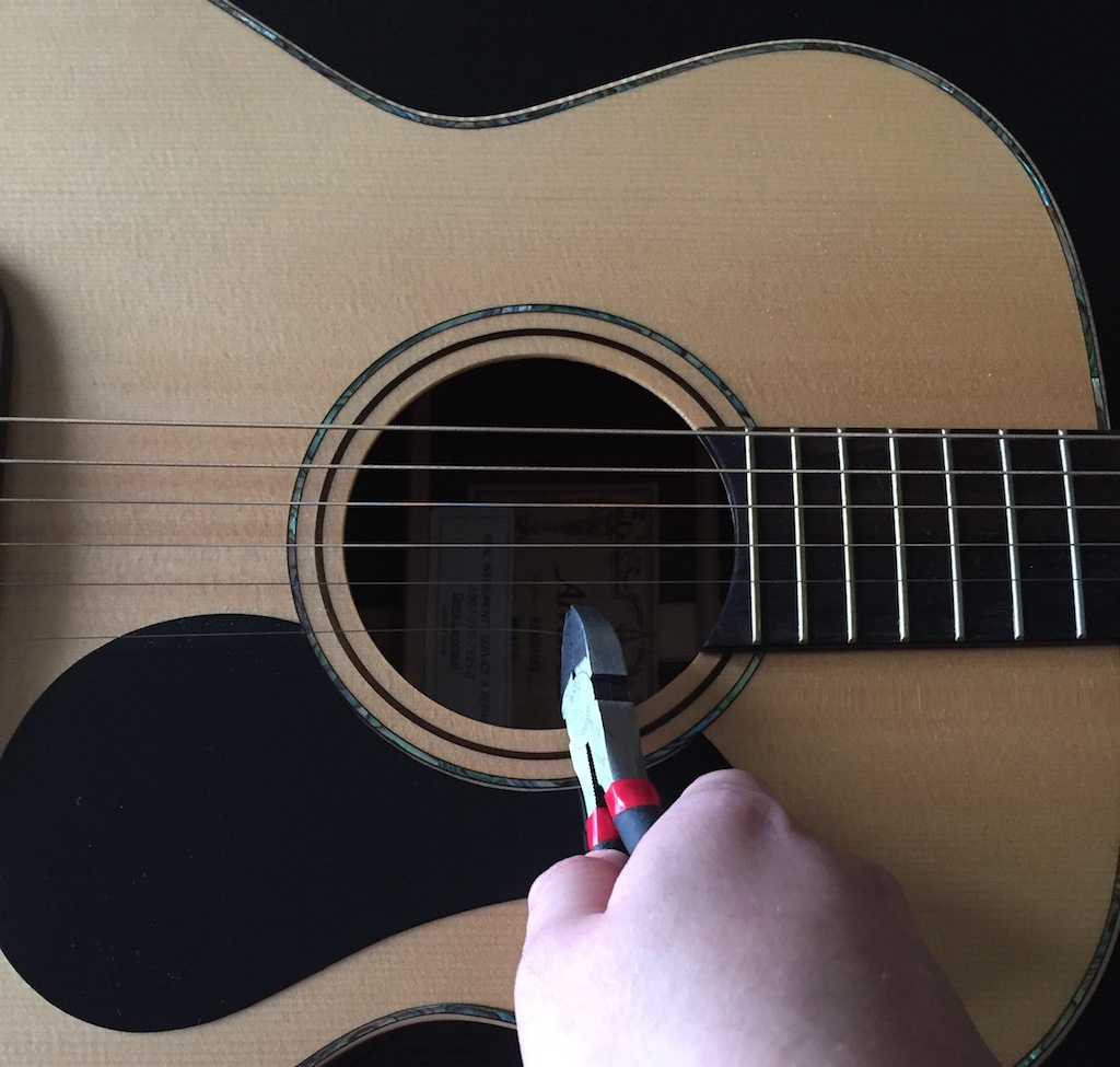 cutting guitar string