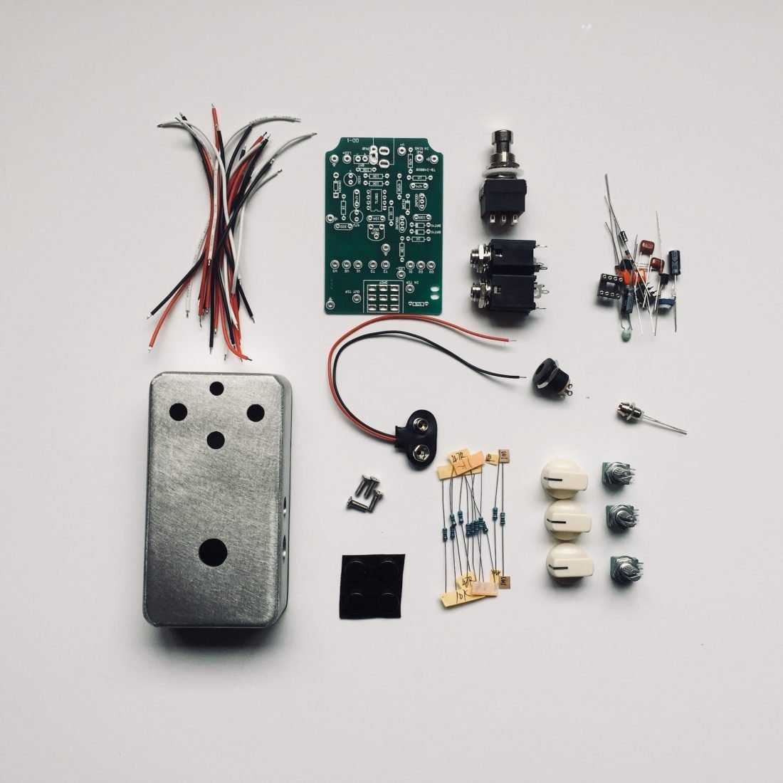 5 Diy Christmas Projects Guitarists Will Love Musician Tuts Make Guitar Wiring Basics Pedal Kit